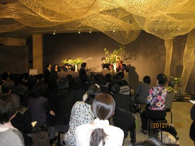 東海東京証券プレミア美術展 いけばな草月LIVE_c0165824_1041090.jpg