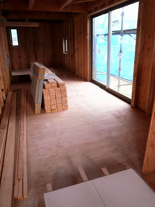 Fさんの家 床貼り開始 2012/11/28_a0039934_17493455.jpg
