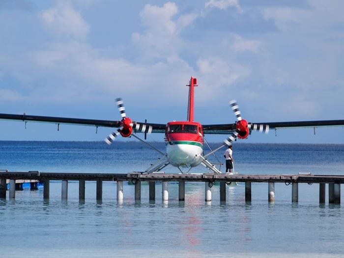 水上飛行機に乗って・・・モルディブ_e0182138_19424657.jpg