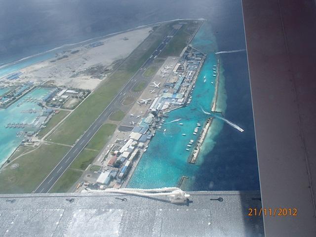 水上飛行機に乗って・・・モルディブ_e0182138_19431234.jpg