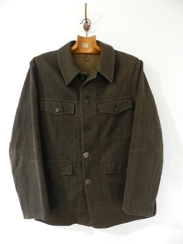 French hunting jacket with animal buttons_f0226051_1337818.jpg