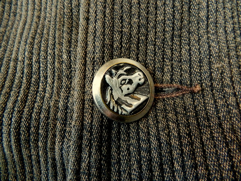 French hunting jacket with animal buttons_f0226051_134577.jpg
