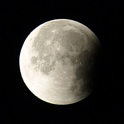 28日の半影月食。 と、昨年12月の皆既月食・・・_b0006870_1825278.jpg