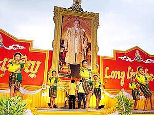 タイ国王生誕祭_d0144077_16325539.jpg