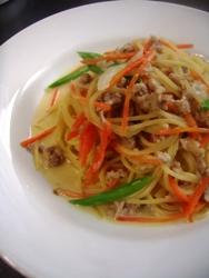 11/30本日のパスタ:鶏挽肉とニンジンの豆乳スパゲティ_a0116684_11303388.jpg