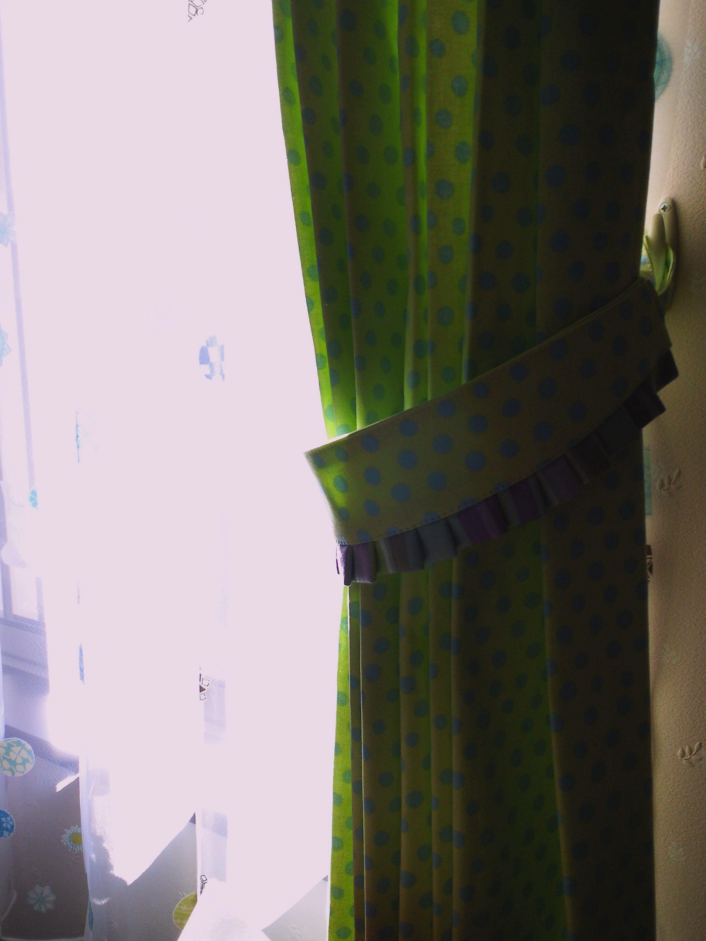 『ハーレクイン』で作る、子供部屋のカーテンスタイル。_c0157866_1914130.jpg