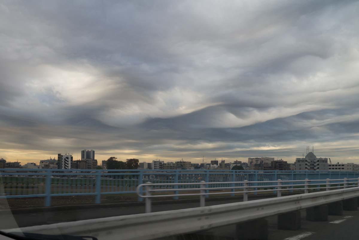 なんか変な雲の日_a0271402_20123598.jpg