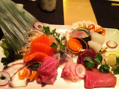 寿司レストランへ_d0136540_16522138.jpg