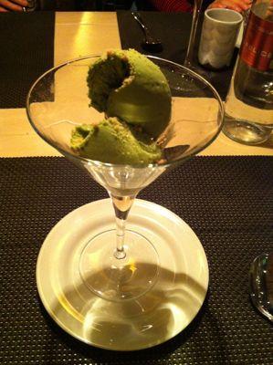 寿司レストランへ_d0136540_16534128.jpg