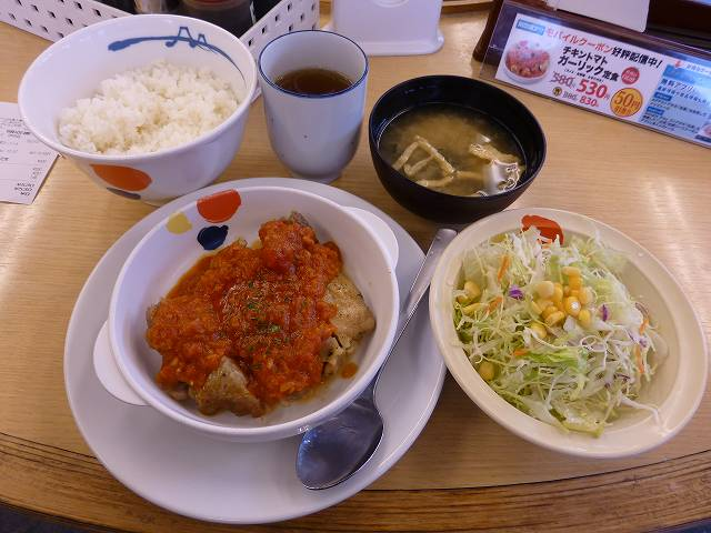 松屋のチキントマトガーリック定食  伊丹店_c0118393_11461575.jpg