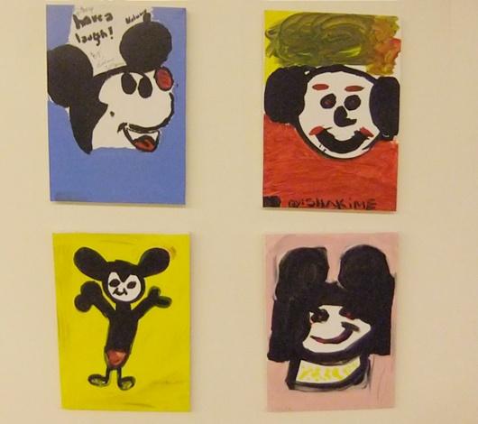 バーニーズ・ニューヨークで見かけたミッキーの似顔絵展示会_b0007805_23542868.jpg