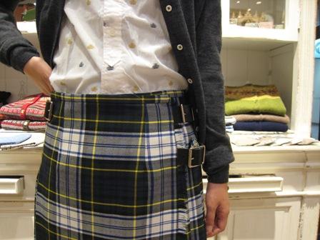 遅くなりましたが、三個ベルトキルトスカートです。_c0227633_22134064.jpg