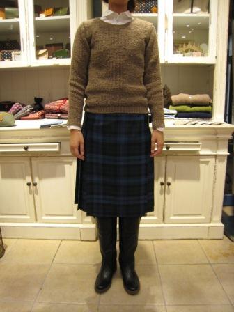遅くなりましたが、三個ベルトキルトスカートです。_c0227633_22144582.jpg