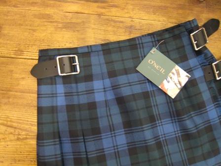 遅くなりましたが、三個ベルトキルトスカートです。_c0227633_22181940.jpg