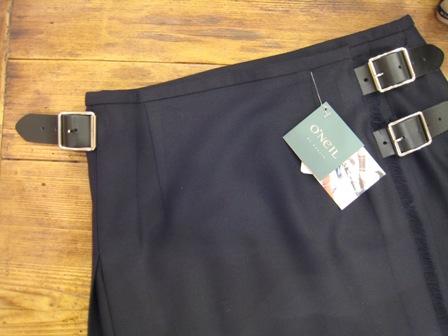 遅くなりましたが、三個ベルトキルトスカートです。_c0227633_22183579.jpg