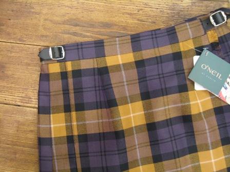 遅くなりましたが、三個ベルトキルトスカートです。_c0227633_22193420.jpg
