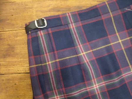 遅くなりましたが、三個ベルトキルトスカートです。_c0227633_2219619.jpg