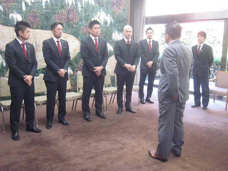 日本代表 VS 大村知事_b0157157_1527121.jpg