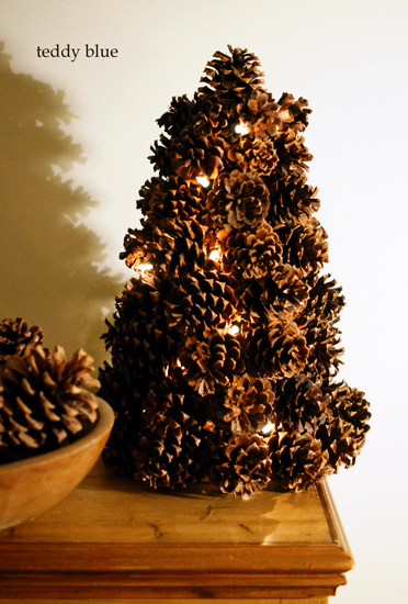 pine cone Christmas tree  松ぼっくりのクリスマスツリー_e0253364_2122713.jpg