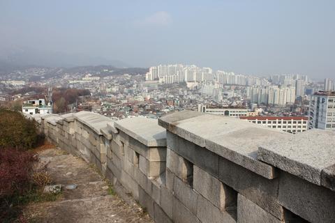 ソウルの駱山(ナッサン)公園から「路上美術館」へ、楽しい遠足_a0223786_1859347.jpg