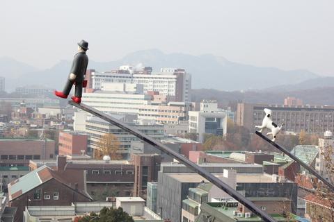 ソウルの駱山(ナッサン)公園から「路上美術館」へ、楽しい遠足_a0223786_1951158.jpg