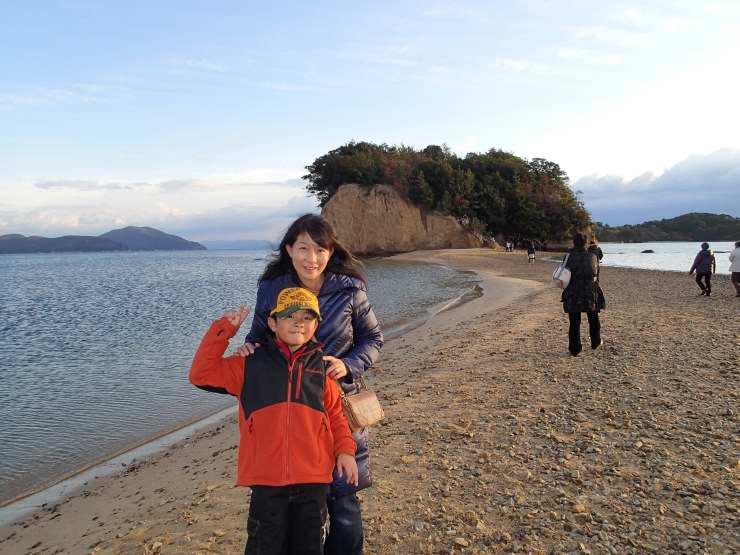 小豆島の塩おにぎり と 鮭の照り焼き弁当_b0171098_6565032.jpg