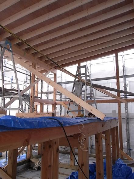 『小和滝の家』 建て方~天井ベニヤ貼り_e0197748_19131433.jpg