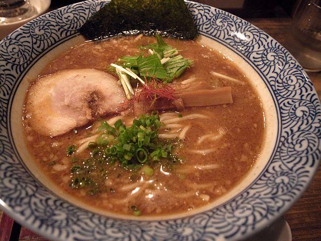 静岡市「らーめん矢吹」で魚介豚骨ラーメン_e0220163_16541982.jpg