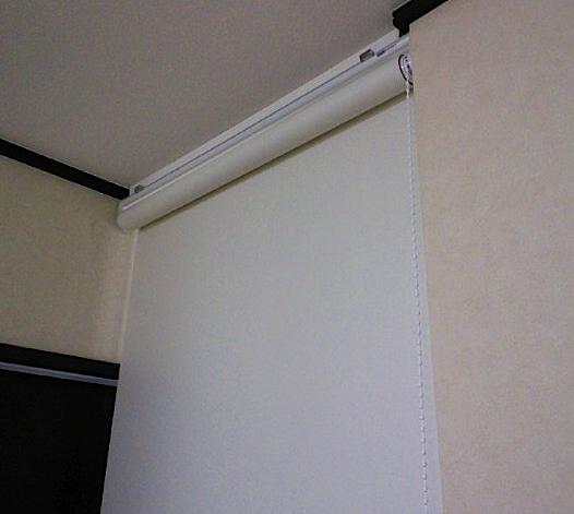 ロールスクリーンで廊下を仕切りました。_c0157866_208286.jpg