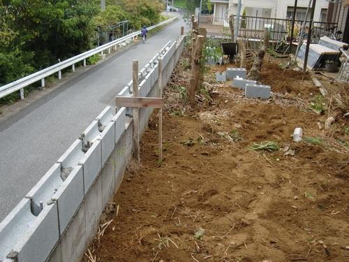 フェンス工事 ~ ブロック積み_d0165368_5235526.jpg