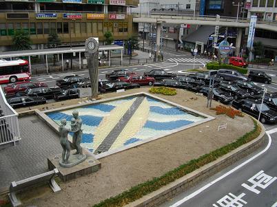野田首相!を、枚方市駅前!ロータリー!で、見た!ラッキー!ハハハーー。_d0060693_1945796.jpg