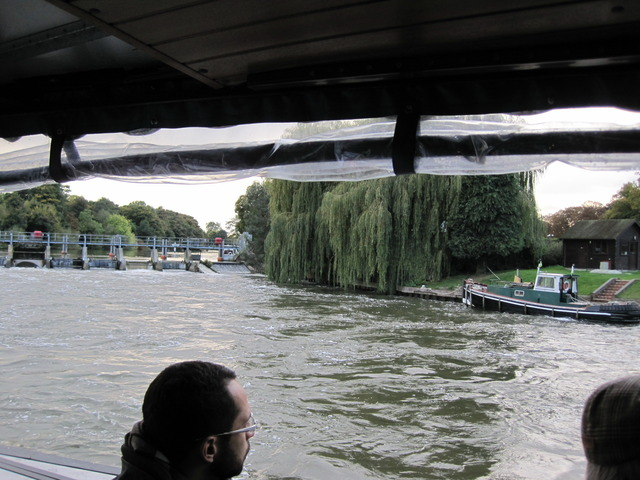 5日目-4 テムズ川の舟遊び@ウィンザー_f0100593_15552847.jpg