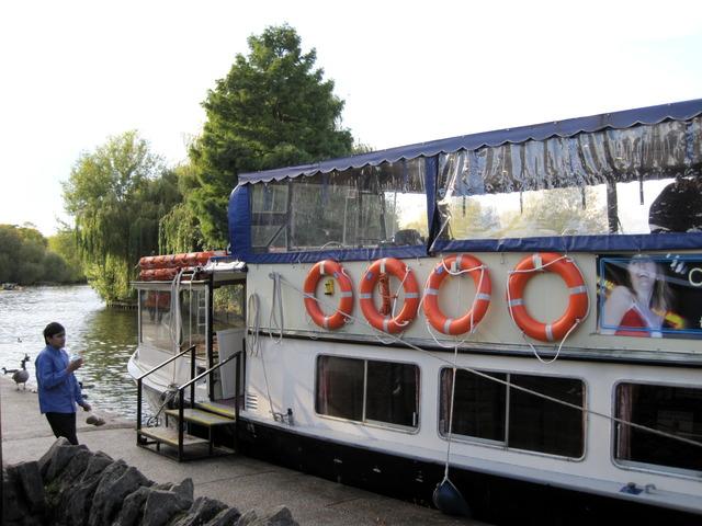 5日目-4 テムズ川の舟遊び@ウィンザー_f0100593_1625126.jpg