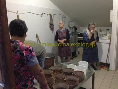 カステッルッチョで羊のチーズ作り見学_b0107003_11462023.jpg