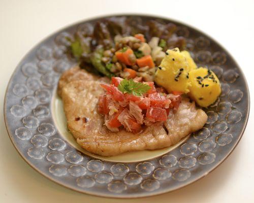夜ごはん*豚肉のソテー トマトとツナのソース_e0140171_10353066.jpg