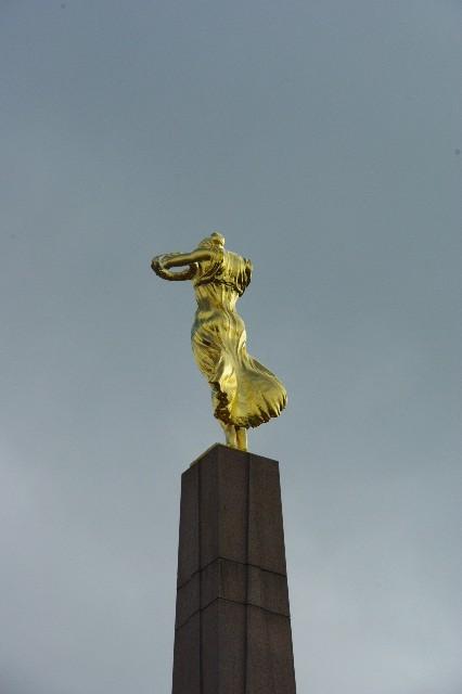 ルクセンブルクの旅 (3) アドルフ橋と憲法広場_c0011649_545549.jpg