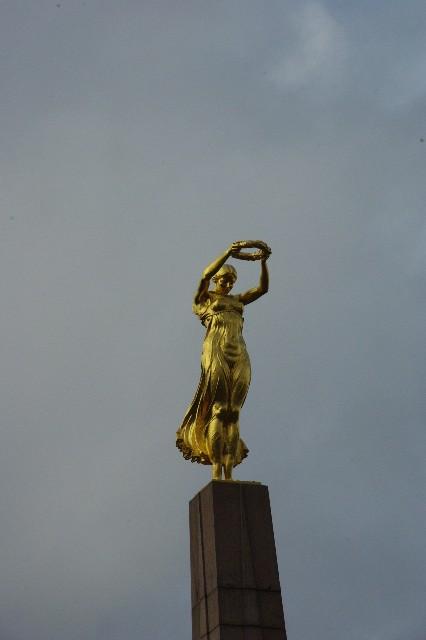 ルクセンブルクの旅 (3) アドルフ橋と憲法広場_c0011649_54754.jpg