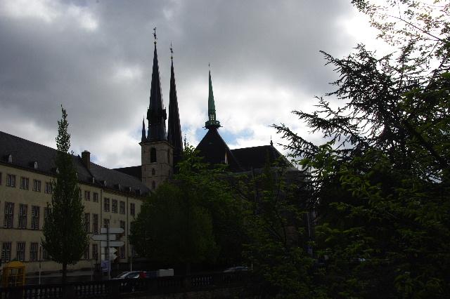 ルクセンブルクの旅 (3) アドルフ橋と憲法広場_c0011649_5511813.jpg