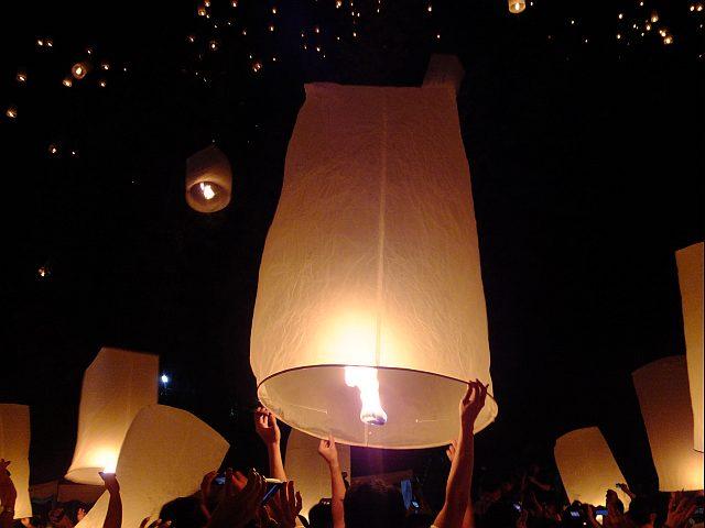 チェンマイ 4日目 イーペン・サンサーイ祭り_e0146484_1048249.jpg