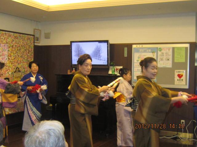 踊りの会とお茶会_a0158095_11385169.jpg