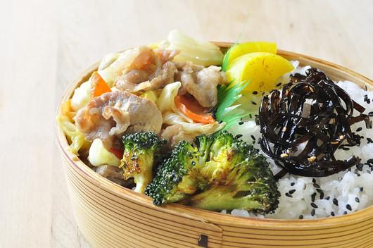 塩麹豚野菜炒め弁当と小豆島醤油のスィーツ_b0171098_8493997.jpg