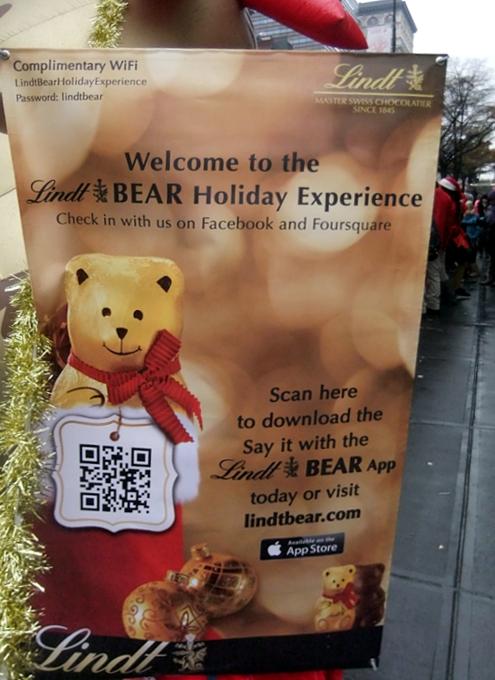 ニューヨークの街角でリンツチョコの大きなクマちゃんキャンペーン_b0007805_2229820.jpg