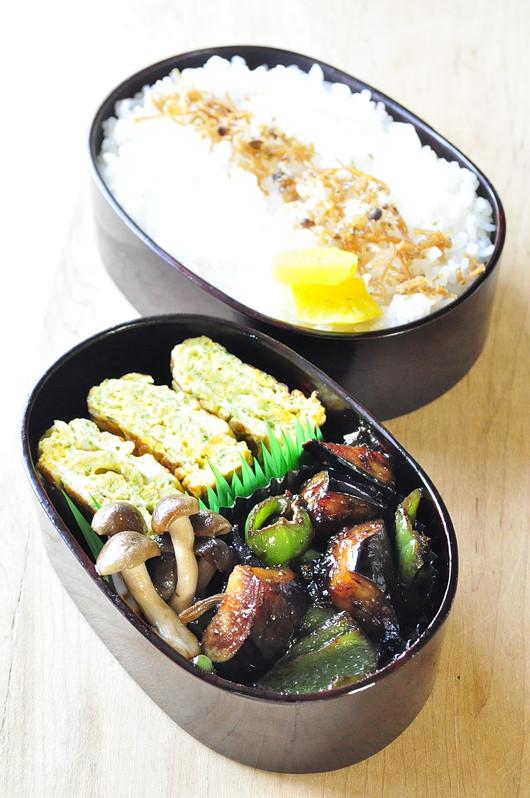 ナスとピーマンの味噌炒め弁当_b0171098_8235741.jpg
