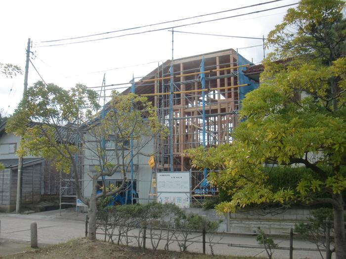 2つの棟に屋根をかける_e0189939_13513363.jpg