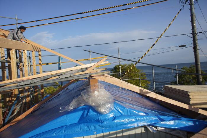2つの棟に屋根をかける_e0189939_13515587.jpg