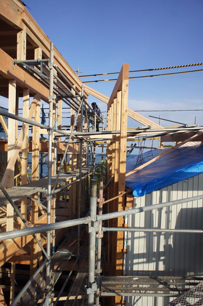 2つの棟に屋根をかける_e0189939_13535911.jpg