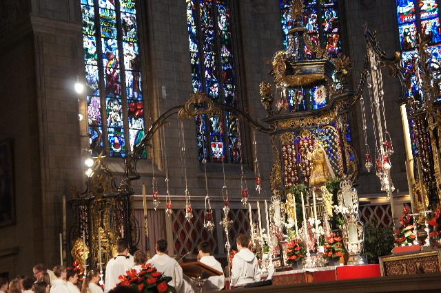 ルクセンブルクの旅 (4) ノートルダム大聖堂_c0011649_22164865.jpg