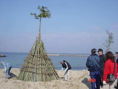 とんどの歴史…うみべの森を育てる会 in せんなん里海公園まつり _c0108460_22504482.jpg