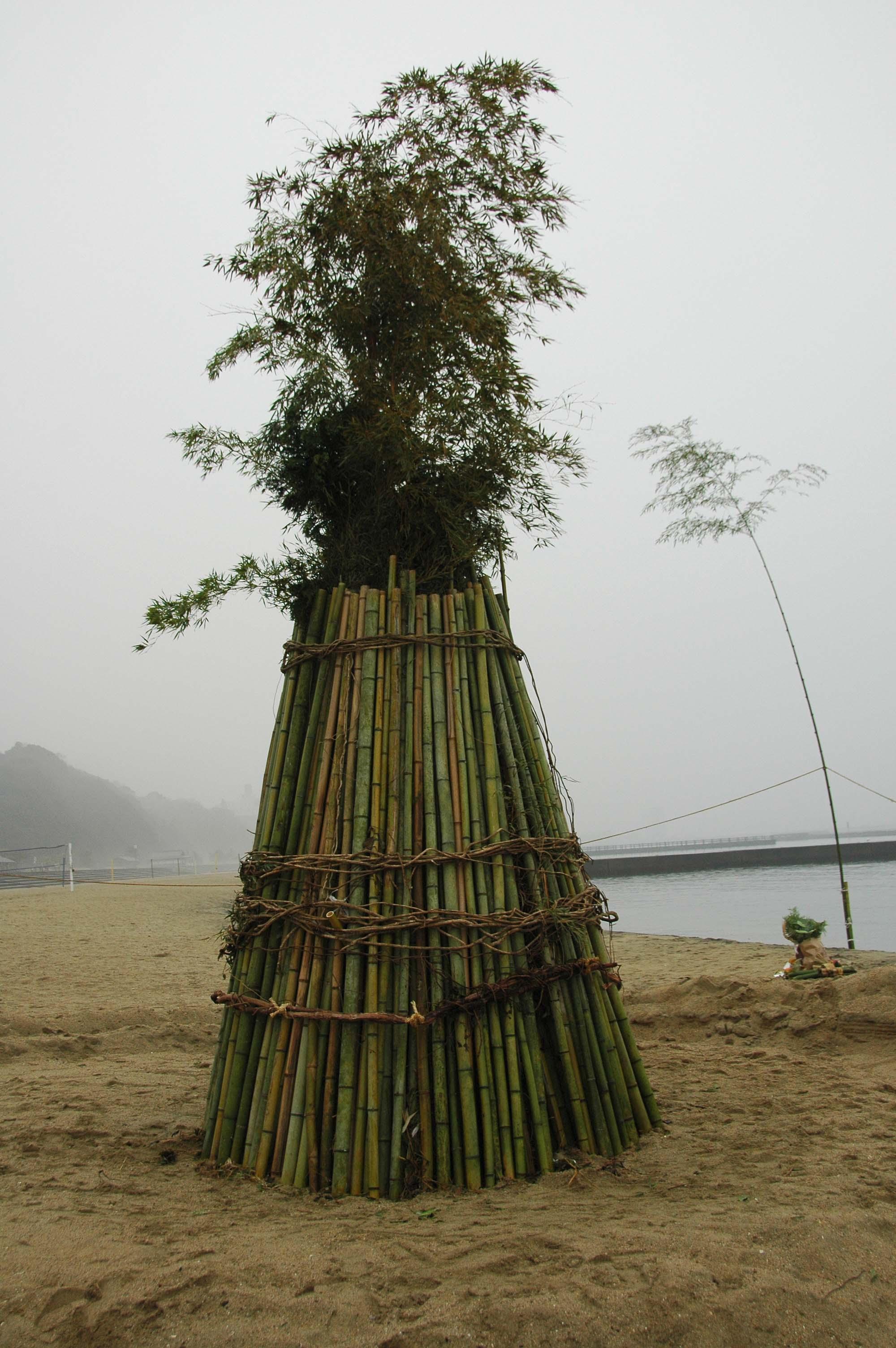 とんどの歴史…うみべの森を育てる会 in せんなん里海公園まつり _c0108460_22551743.jpg