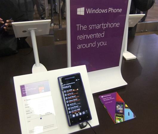 Microsft初のニューヨークのお店、Apple Storeのパクリと叩かれる_b0007805_1344479.jpg